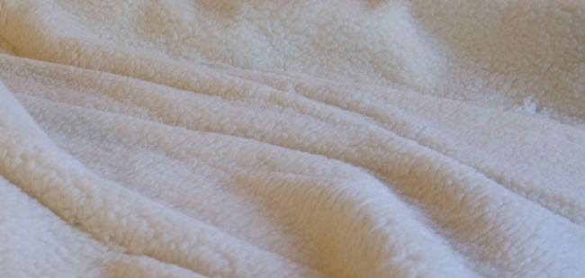 Kołdry z owczej wełny powinny znaleźć się w Twojej sypialni